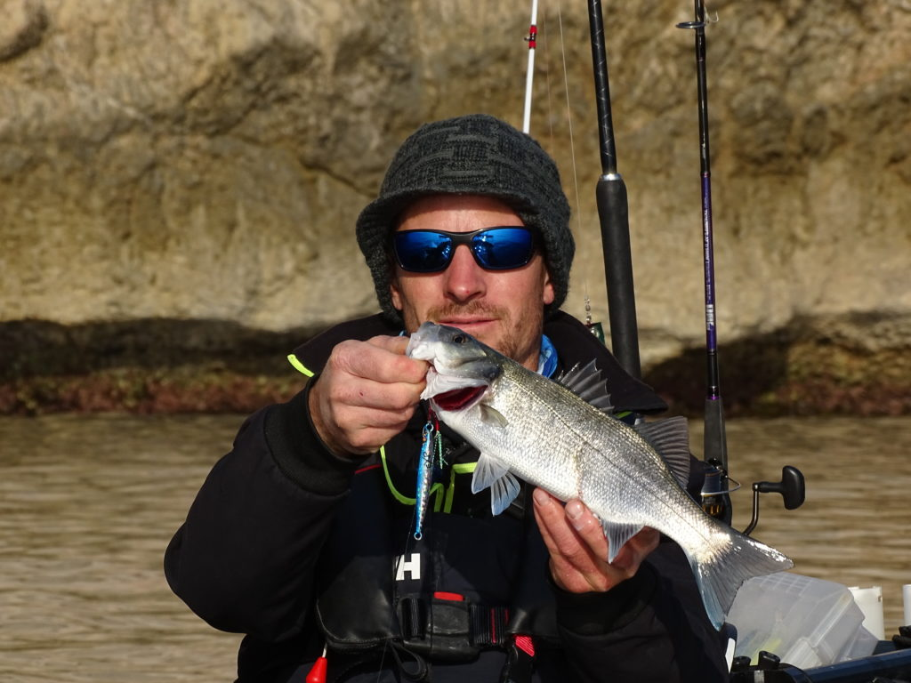 Petit bar pris en traction avec le Jidai Explorer Tackle par Vincent Goletto